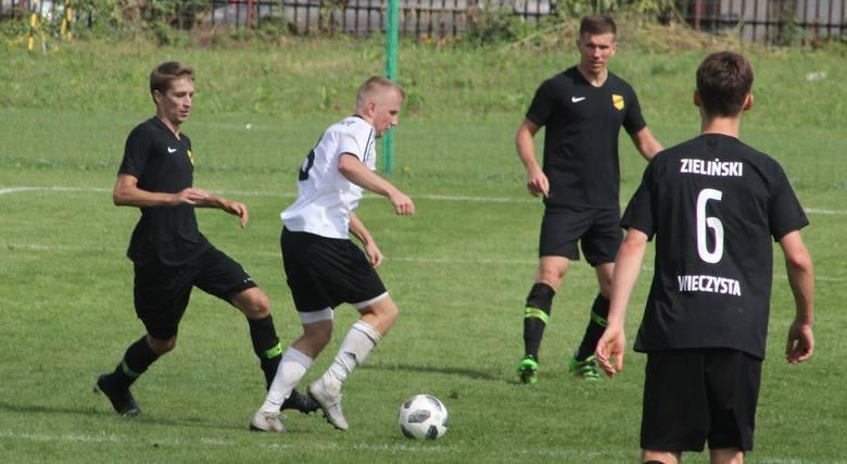 W meczu 5 kolejki klasy okręgowej Wieczysta wygrała na boisku lidera tabeli Garbarni II Kraków 2:0 po bramkach Pawła Słoniny (wykorzystał sytuację sam