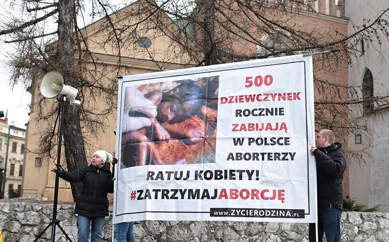"""Kraków. Kobiety strajkowały: """"Nie dla zaostrzenia ustawy antyaborcyjnej"""""""