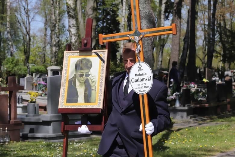 """Sztukę """"Wszystko co lśni"""", dramaturg określa mianem """"tabloidowego musicalu salonowego"""", w którym zobaczymy na scenie Bohdana Gadomskiego, pudla, champion"""