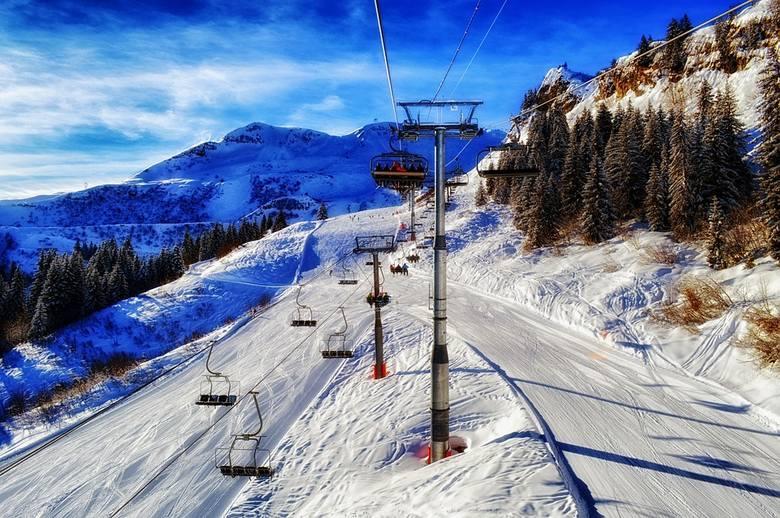 FrancjaOśrodki narciarskie we Francji zostały zamknięte 29 października 2020 roku. Ograniczenia w ich funkcjonowaniu miały potrwać do końca listopada