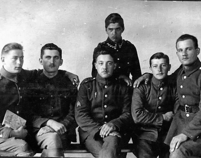 Pamiątka ze Szkoły Obserwatorów i Strzelców Lotniczych Toruń, 1923 rok. Zdjęcie ze zbiorów Haliny Malczyńskiej-Baran