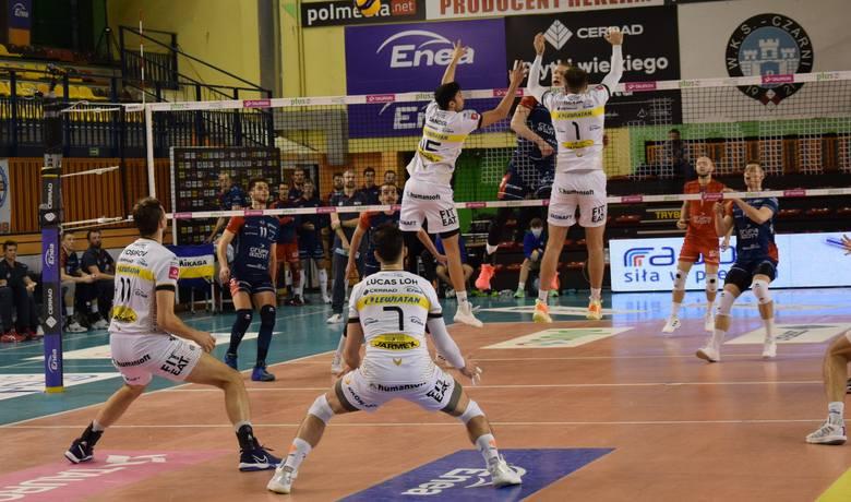 W zaległym meczu PlusLigi siatkarzy, Cerrad Enea Czarni Radom przegrali 0:3 z Grupą Azoty Zaksa Kędzierzyn-Koźle. Cerrad Enea Czarni - Grupa Azoty Zaksa