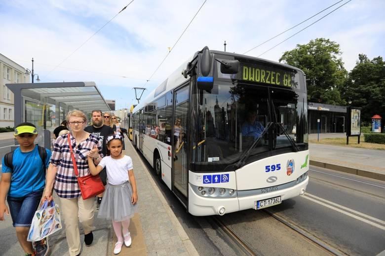 Stare jelcze nie mają klimatyzacji. Pasażerowie to wiedzą, ale pytają -  dlaczego równie gorąco jest w nowych autobusach z klimatyzacją?- Czy szefostwo
