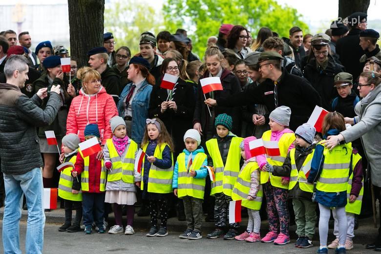 """Dzień Flagi w Szczecinie. Morawiecki: """"Polskość oznacza solidarność, wolność, wielkość""""  [WIDEO, ZDJĘCIA]"""