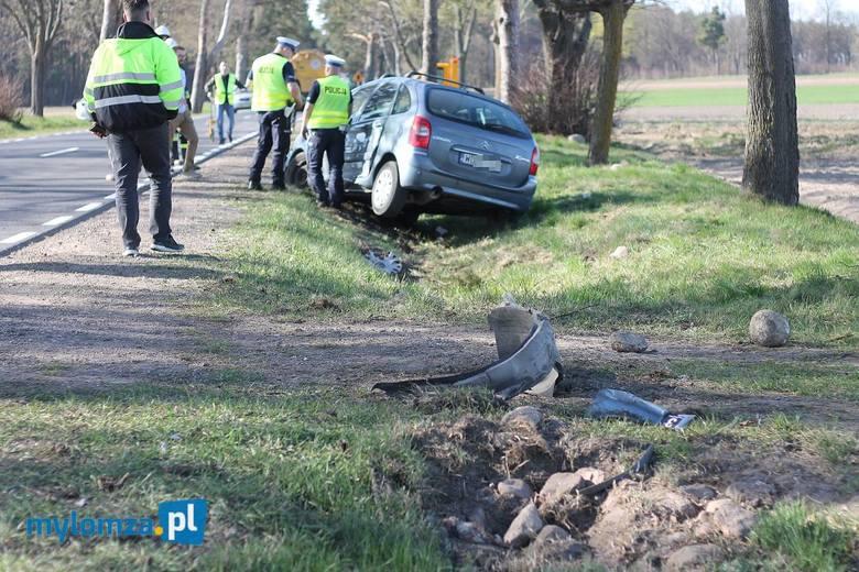 Mały Płock. Wypadek na DK 63. Citroen zderzył się z ciężarową Scanią. Ranne dziecko przetransportowano śmigłowcem do szpitala [ZDJĘCIA]