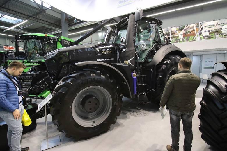 Niczym wojenna machina prezentuje się Warrior 9340 od Deutz - Fahra.  ZOBACZ: Agrotech 2018. Kosmiczna technologia w traktorach - zobacz reportaż  Agrotech