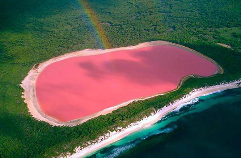 Lake Hillier to bezodpływowe jezioro znajdujące się na australijskiej wyspie Middle. Jest jeziorem typu solankowego o szerokości ok. 600 metrów, oddzielonym