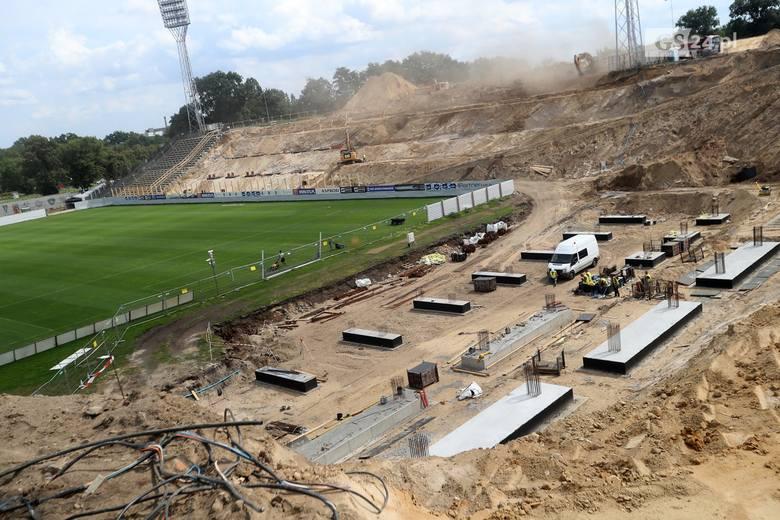 Jeszcze w tym roku mają być gotowe dwa boiska na stadionie przy ul. Twardowskiego [ZDJĘCIA]