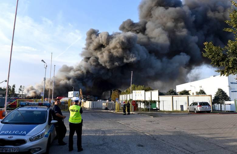 Pożar w Szczecinie przy ul. Pomorskiej. Znaczne pogorszenie jakości powietrza. Jest zagrożenie [ZDJĘCIA]
