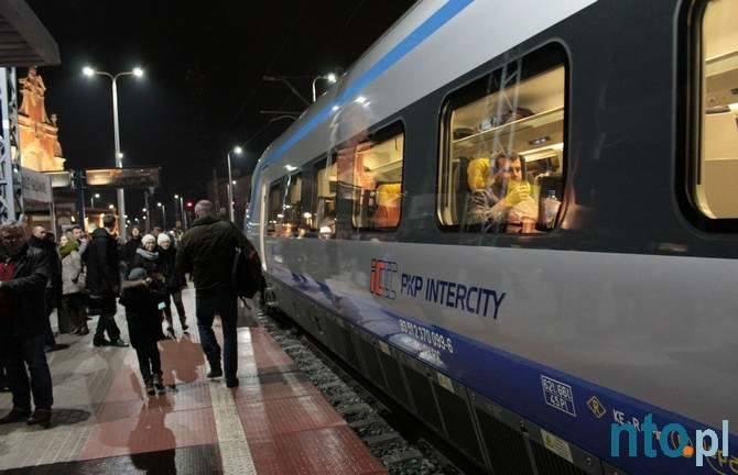 Pendolino na polskich torach. Przejazd pociągu z Warszawy do Wrocławia przez Opole.