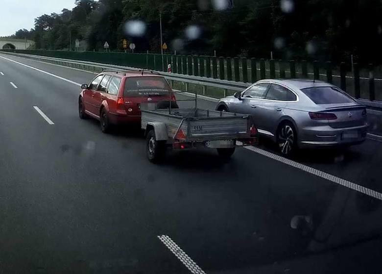 Do zdarzenia doszło na drodze S3 przed Nowa Solą. Kierujący volkswagenem wyprzedził samochody prawą stroną, jadąc pasem awaryjnym. Zobaczcie film naszego