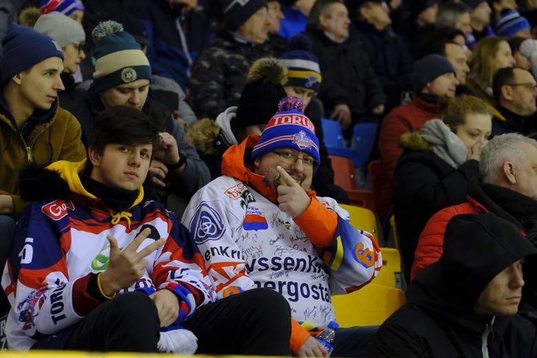 KH Energa Toruń przegrała 2:3 (1:1, 1:0, 0:1, 0:1 d) z Lotosem PKH Gdańsk. O zwycięstwie gości zadecydowała bramka zdobyta w dogrywce.Zobacz zdjęcia
