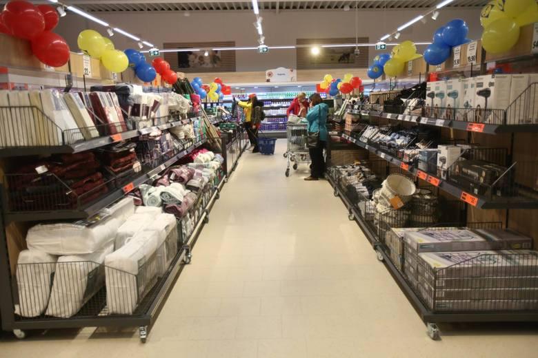 Całodobowy system pracy wybranych sklepów zacznie funkcjonować już dzisiaj w nocy.