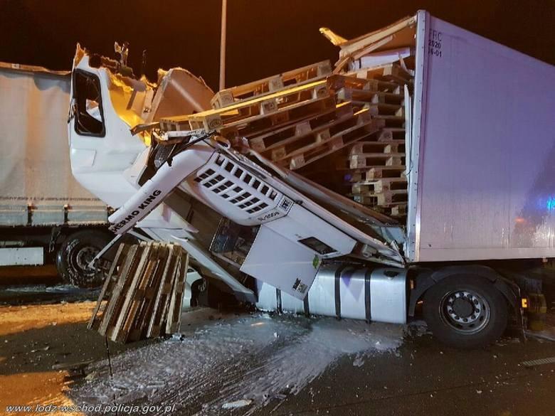 Wypadek na A1: zderzenie 3 ciężarówek na autostradzie koło Piotrkowa Trybunalskiego. Informacje policji 9.11.2019