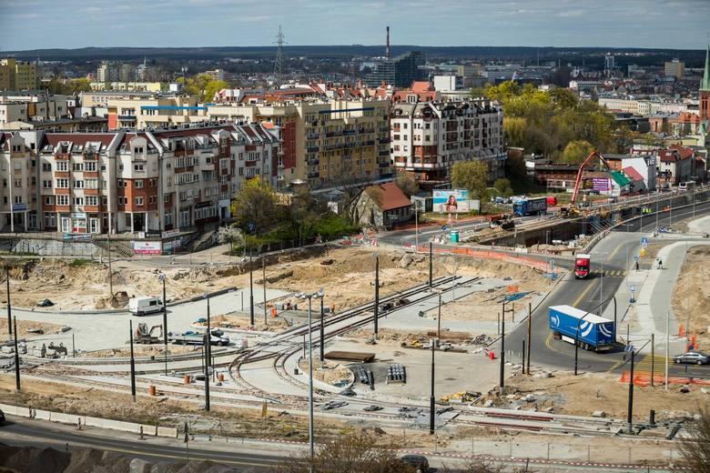 Trwa rozbudowa ul. Kujawskiej w Bydgoszczy. W sobotę (30 maja) otwarte dla ruchu zostaną nowe jezdnie ulic Kujawskiej, Bernardyńskiej i Solskiego. Równocześnie
