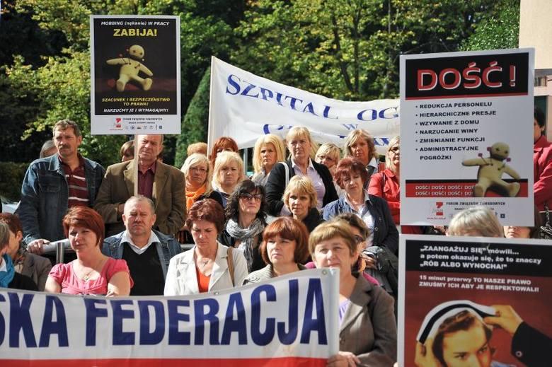 Urząd Wojewódzki: Protest pielęgniarek. Walczą o godne warunki pracy (zdjęcia)
