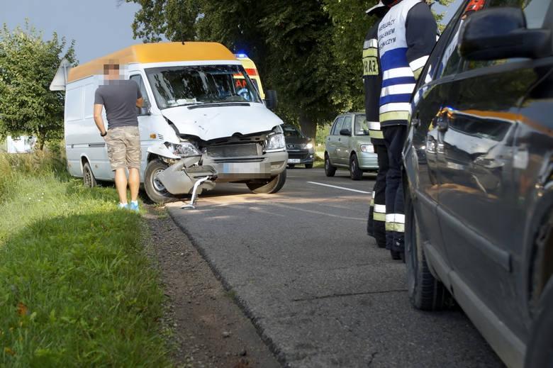 W środę (14 sierpnia) rano doszło do wypadku na drodze ze Słupska do Bierkowa. W zdarzeniu uczestniczył autobus i dwa samochody.Jak udało się nam dowiedzieć,