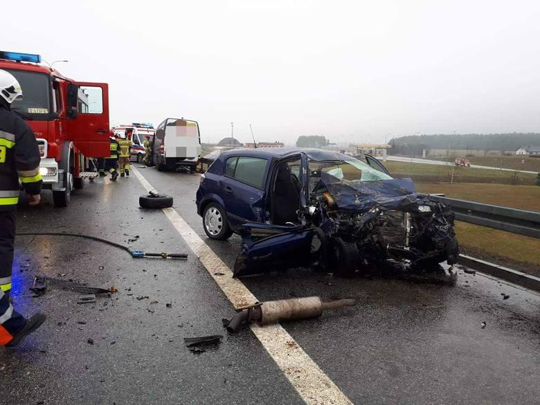 Śmiertelny wypadek na autostradzie A1 w m. Ropuchy 21.02.2019. 44-latka zginęła na autostradzie. Sprawca wypadku jechał pod prąd [ZDJĘCIA]