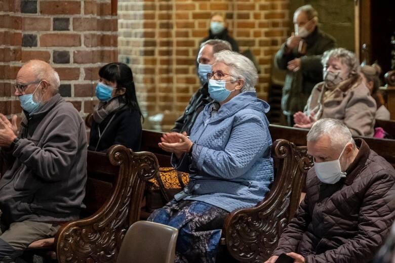 Przedstawiciel Rady Medycznej skrytykował także przedstawicieli polskiego Kościoła, którzy są niechętni wobec szczepień przeciw COVID-19. - Należy założyć,