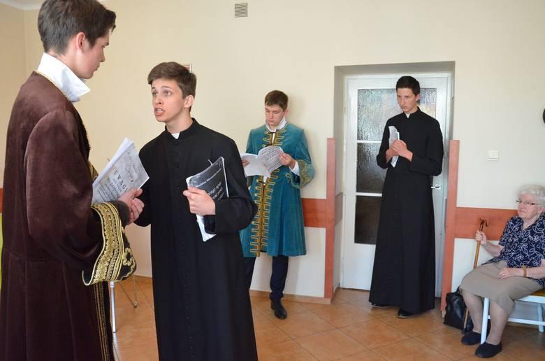 Uczniowie LZK dali występ w Domu Pomocy Społecznej