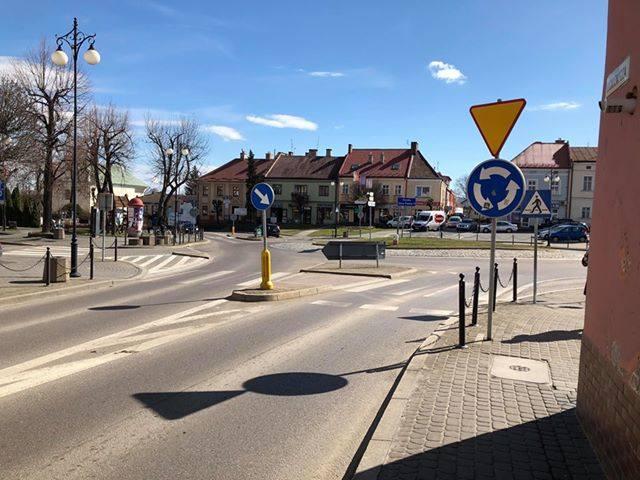 Witam, przesyłam zdjęcia z Leżajska, w którym wykryto przypadki koronawirusa. Miasto wygląda jakby było wymarłe, a po ulicy szwendały się tylko niedobitki.