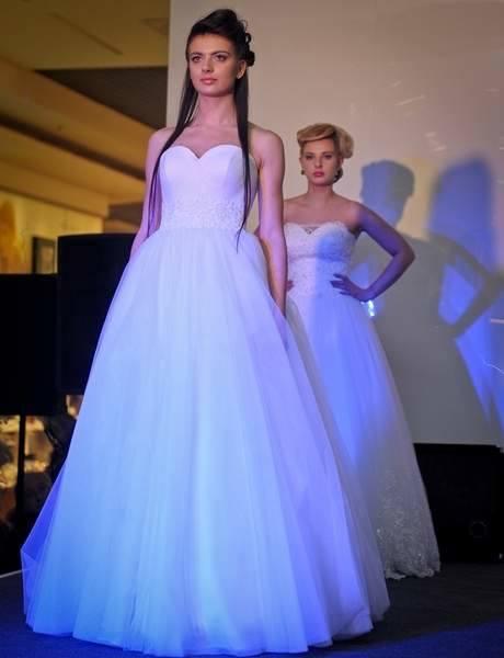 Podczas imprezy w przemyskiej Galerii Sanowa, odbyły się pokazy bielizny ślubnej salonu Klara, sukni ślubnych i wieczorowych salonu Igar oraz salonu Angela.