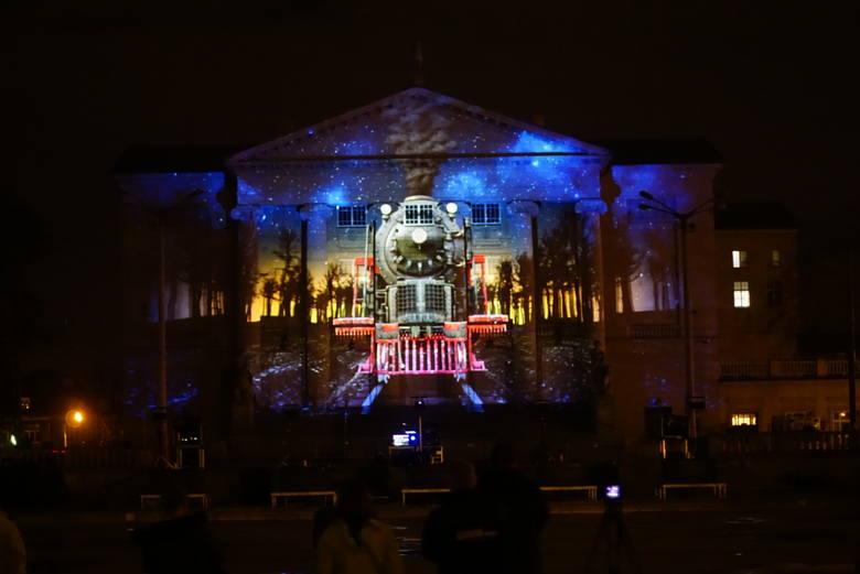W czwartkowy wieczór w Poznaniu odbył się Festival of Lights, czyli spektakl światła, dźwięku oraz efektów specjalnych. Na fasadzie Teatru Wielkiego