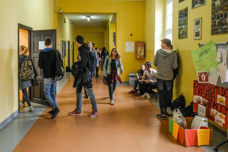 """""""Perspektywy"""" opublikowały ranking najlepszych szkół ponadgimnazjalnych 2018. Najlepsze poznańskie LO jest dopiero na 33. miejscu w"""