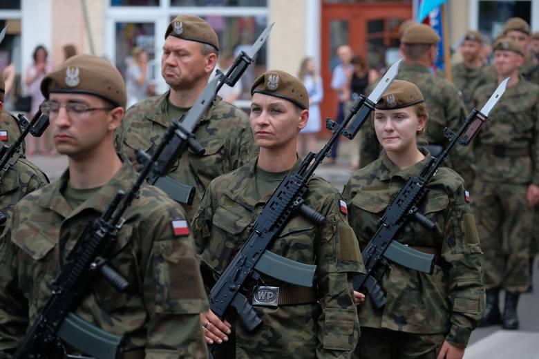 W niedzielę na rynku w Lubaczowie odbyła się przysięga terytorialsów z 3. Podkarpackiej Brygady Obrony Terytorialnej. Słowa roty przysięgi wojskowej