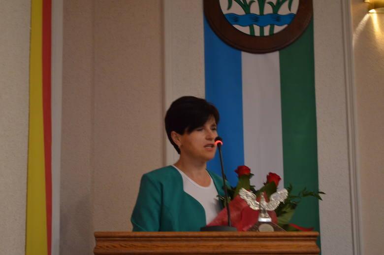 """Krystyna Klunder, prezeska PSS """"Społem""""  była gościem ostatniej sesji rady miasta, mówiła o sukcesach spółdzielni"""