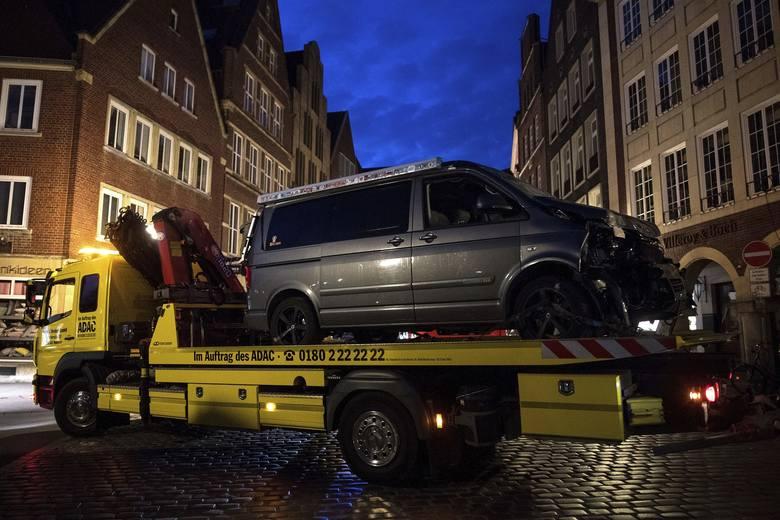 Zamach w Niemczech: Samochód wjechał w tłum pieszych w Munster [ZDJĘCIA] Są zabici i ranni. Sprawca ataku nie żyje. Czy to był samotny wilk?