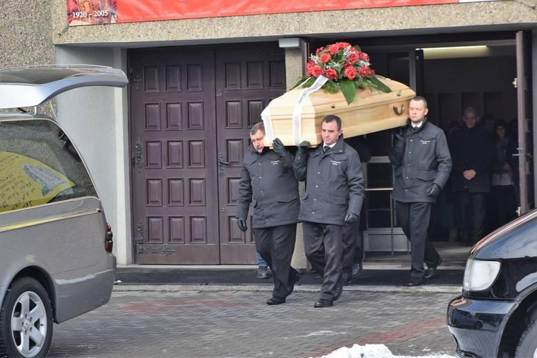Alicja z Rybnika Boguszowic została zamordowana. Ktoś przejął jej konto na Facebooku i bawił się z pogrążonymi w smutku znajomymi 17-latki