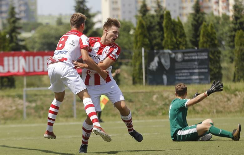 Ostatni mecz w sezonie wiosennym 2018. Adrian wyszedł na mecz z KKP Koroną Kielce w obasce kapitana i strzelił dla Resovii gola nr 2. Niestety porażka