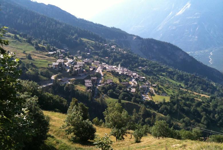 Szwajcarskie Albinen to malownicza górska wioska starająca się od 2017 roku przyciągnąć nowych mieszkańców.Program dopłat zakłada dofinansowanie w wysokości