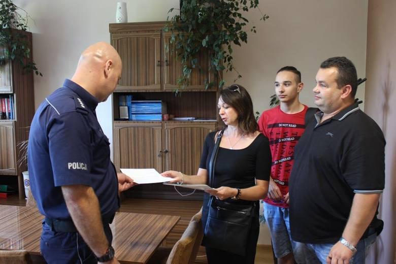 Zastępca Komendanta Miejskiego Policji w Tarnobrzegu nadkomisarz Tomasz Grazda otrzymał pisemne podziękowanie