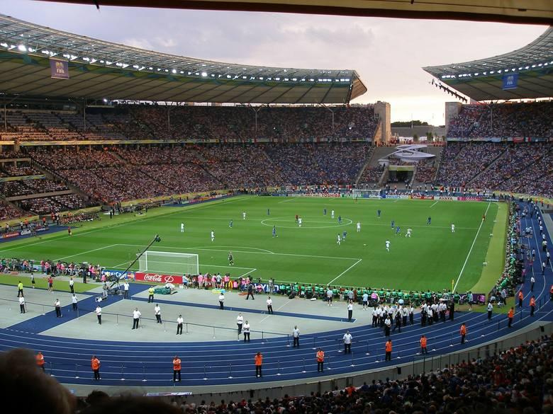 Stadion Olimpijski najliczniej zapełnia się podczas spotkań z Bayernem Monachium i Borussią Dortmund.
