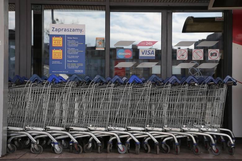 Tesco zamyka sklepy w Polsce. Chodzi o ponad 30 nierentownych marketów. Ile osób straci pracę? Zniknąć mają też sklepy na Pomorzu!