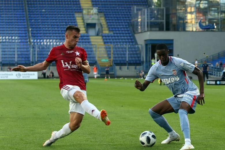 Jakub Bartosz - obrońca. Urodzony 13 sierpnia 1996 roku. Wzrost 183 cm, waga 76 kg. Kontrakt do 30 czerwca 2019 roku.