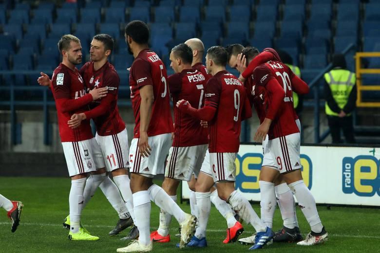 Aż 13 piłkarzom z podstawowego składu Wisły Kraków kontrakty wygasają 30 czerwca tego roku. To oznacza, że de facto po ostatnim meczu sezonu w ekstraklasie