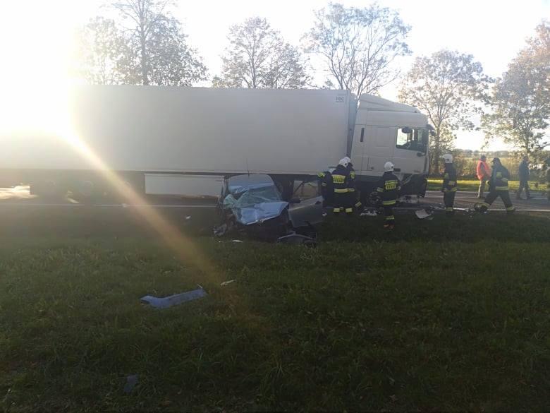 Do groźnie wyglądającego wypadku doszło na drodze krajowej nr 8. W miejscowości Zagórze zderzył się TIR z samochodem osobowym.Zdjęcia pochodzą z grupy