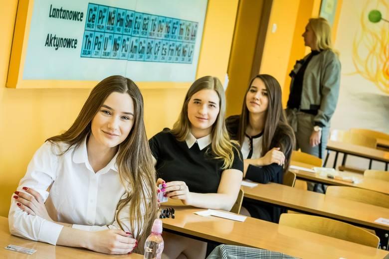 W piątek punktualnie o godz. 9 rozpoczęła się tegoroczna matura. Jak zwykle pierwszego dnia uczniowie pisali język polski na poziomie podstawowym.W tym