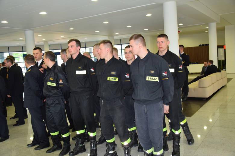 W Centralnej Szkole Państwowej Straży Pożarnej w Częstochowie świętowano 12 maja Dzień Strażaka. Z tej okazji były awanse na wyższe stopnie, a także