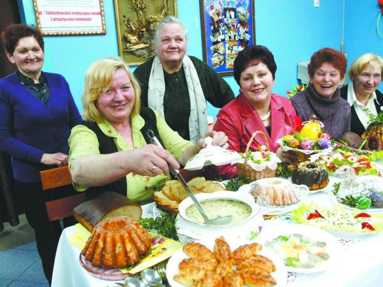 Żurek na własnoręcznie zrobionym zakwasie i białej kiełbasie, domowy chleb, ciasta, wędliny - tak przygotowują święta panie ze Stowarzyszenia Barwa.
