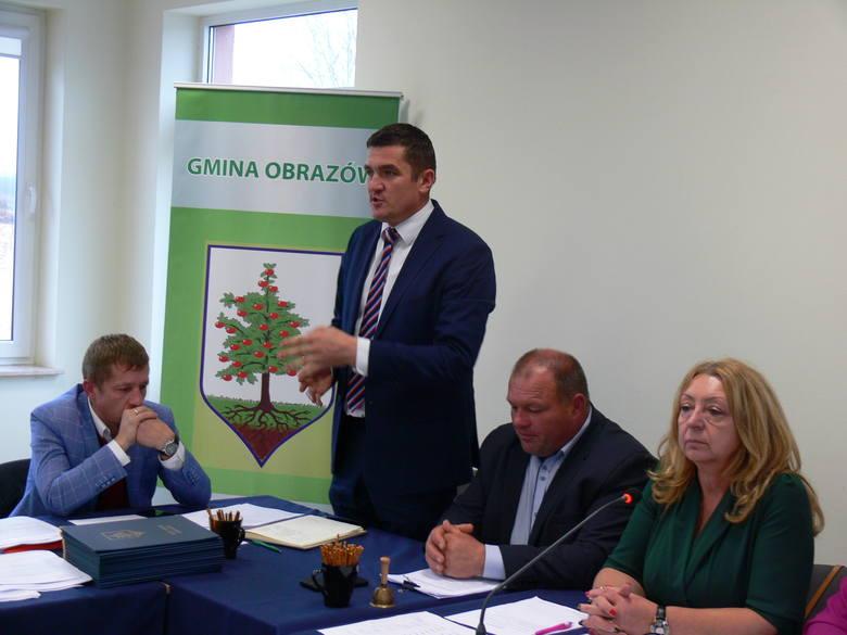 Za cztery lata owocnej i wspólnej pracy 15 radnym dziękował Krzysztof Tworek, wójt gminy
