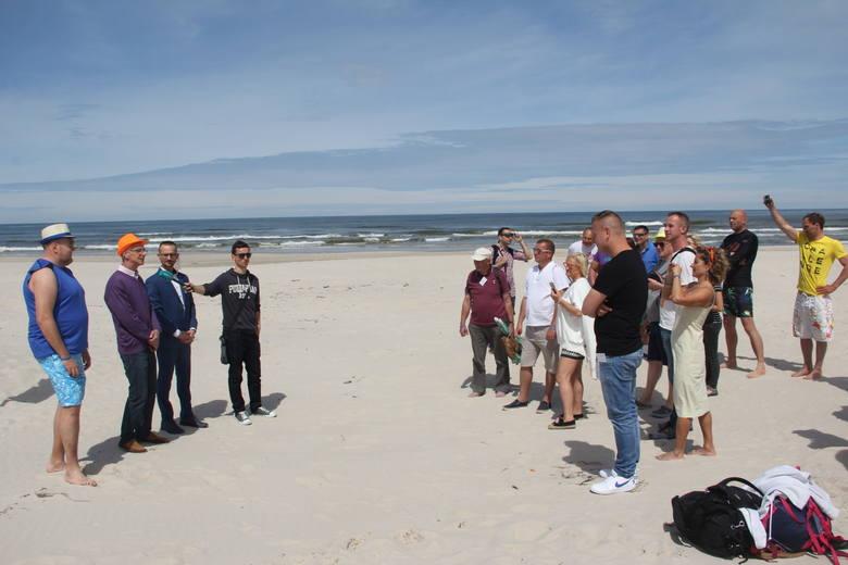 W Łebie otwarto plażę dla nudystów. Gdzie można plażować nago?