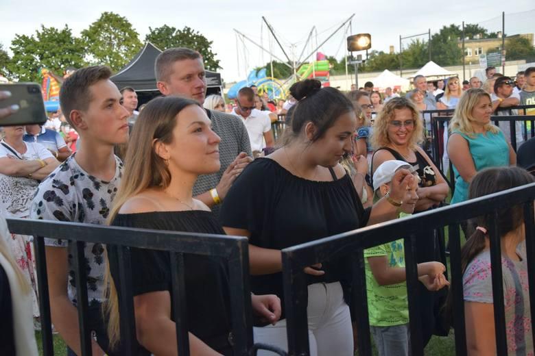 Setki mieszkańców Szydłowca oraz okolicznych miejscowości bawiły się w niedzielę podczas dziewiątej edycji Pomidzi Hit Festiwal! Byłeś na imprezie? Znajdź
