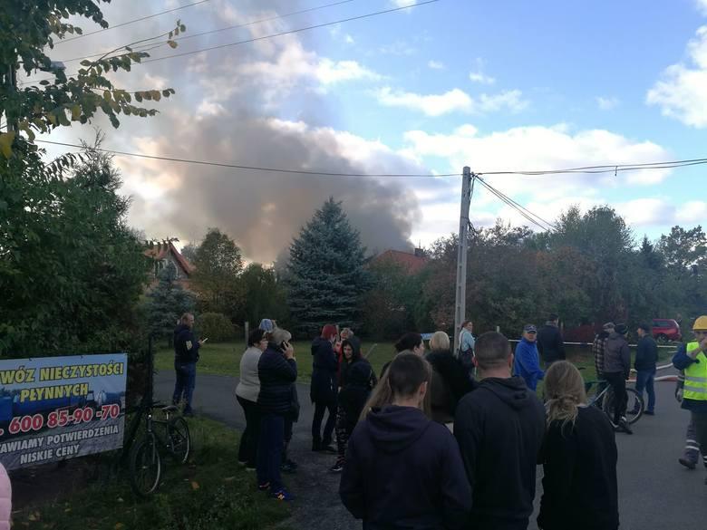 Wybuch nastąpił dwie minuty przed przyjazdem funkcjonariuszy. Z relacji świadków wynika, że agresywny 28-latek wszedł do garażu w domu swojego 72-letniego