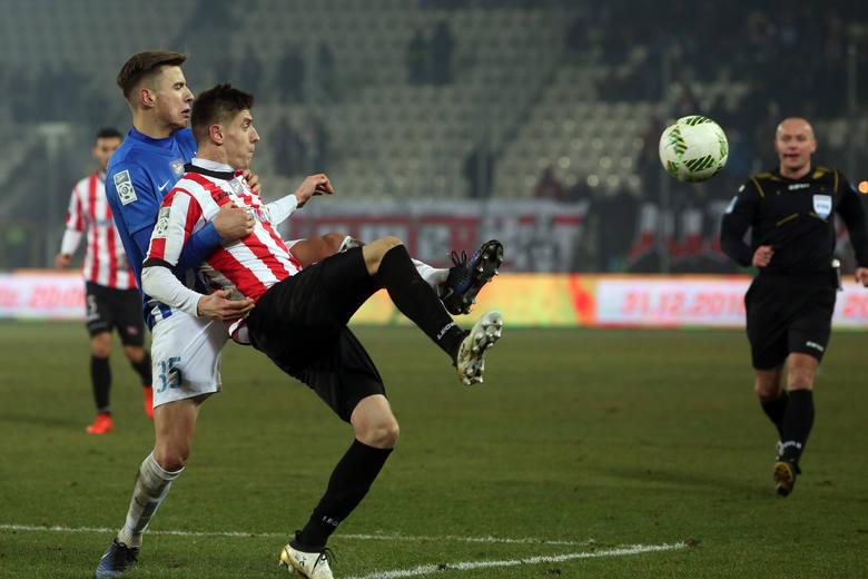 Na sprzedaży Carlitosa Legia Warszawa zarobiła około 3 mln euro. Daje to Hiszpanowi wysoką pozycję na liście najwyższych transferów w historii ekstraklasy,