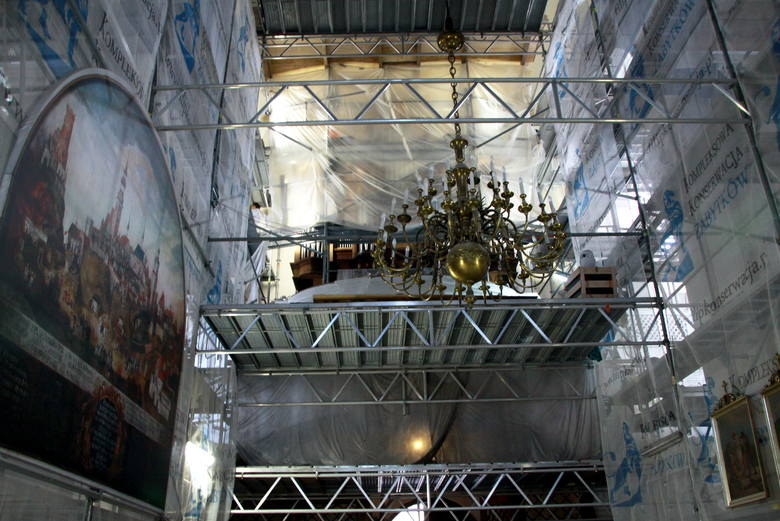 """Po lewej oglądamy wydruk obrazu  """"Pożar miasta Lublina"""" z XVIII wieku. Oryginał pojechał do konserwacji."""