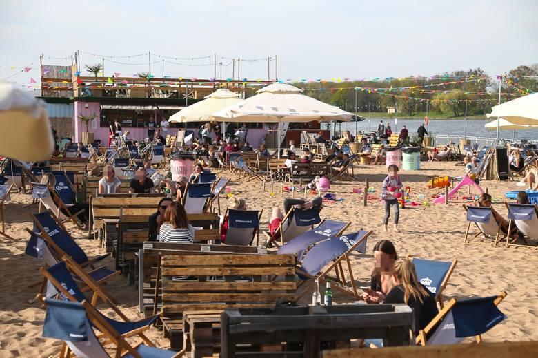 W wielu polskich miastach powstają plaże nad lokalnymi rzekami. Doskonałym przykładem jest tu chociażby Warszawa czy Wrocław. W Toruniu także wiele osób
